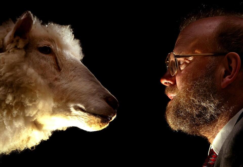 Le Dr Ian Wilmut a dirigé l'équipe du Roslin Institute, qui a créé Dolly.