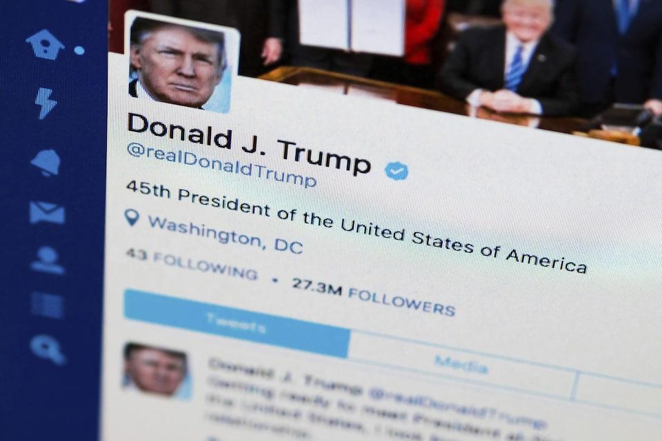 Le compte Twitter du président américain Donald Trump sur un écran d'ordinateur à Washington.