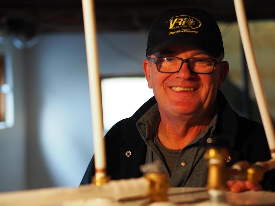 L'électricien Doug Kavanaugh
