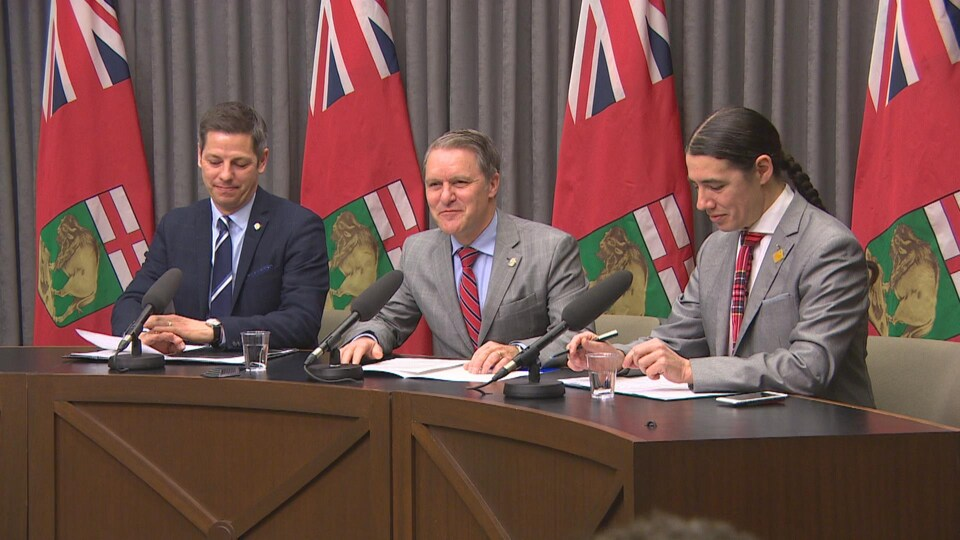 Brian Bowman, Cameron Freisen et Robert Falcon-Ouellette annoncent leur collaboration.