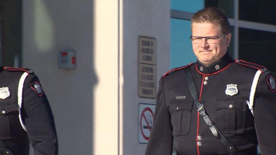 L'agent Duane Squires à sa sortie du palais de justice le 23 novembre 2018.