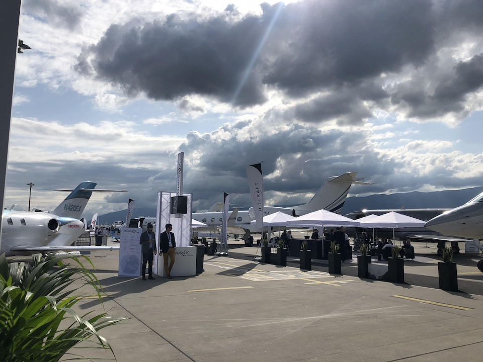 Des appareils exposés sur le tarmac de l'aéroport de Genève.