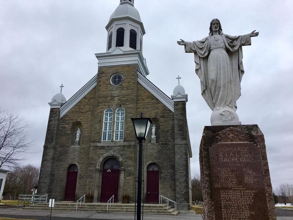 L'église de la paroisse Saint-Bernard, à Fournier, dans l'Est ontarien