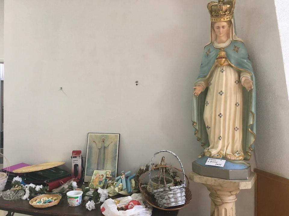 Statues et objets religieux