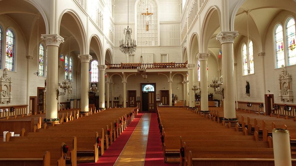 L'intérieur de l'église Sainte-Marie.
