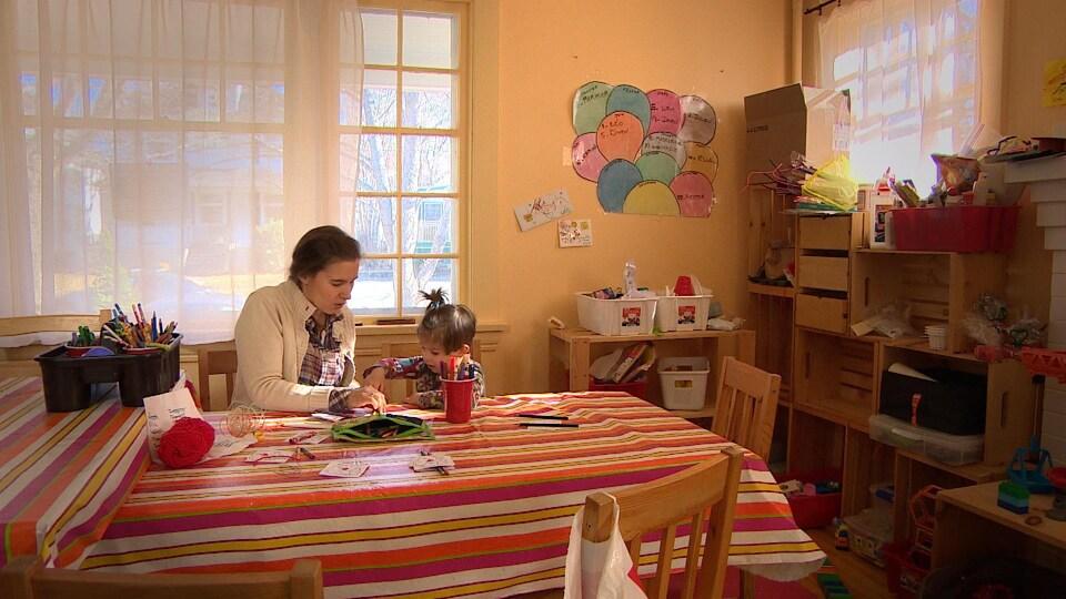Éloïse Baïet opère une garderie en milieu familial. Elle a dû se résigner à retenir les services d'un médecin anglophone à Halifax.