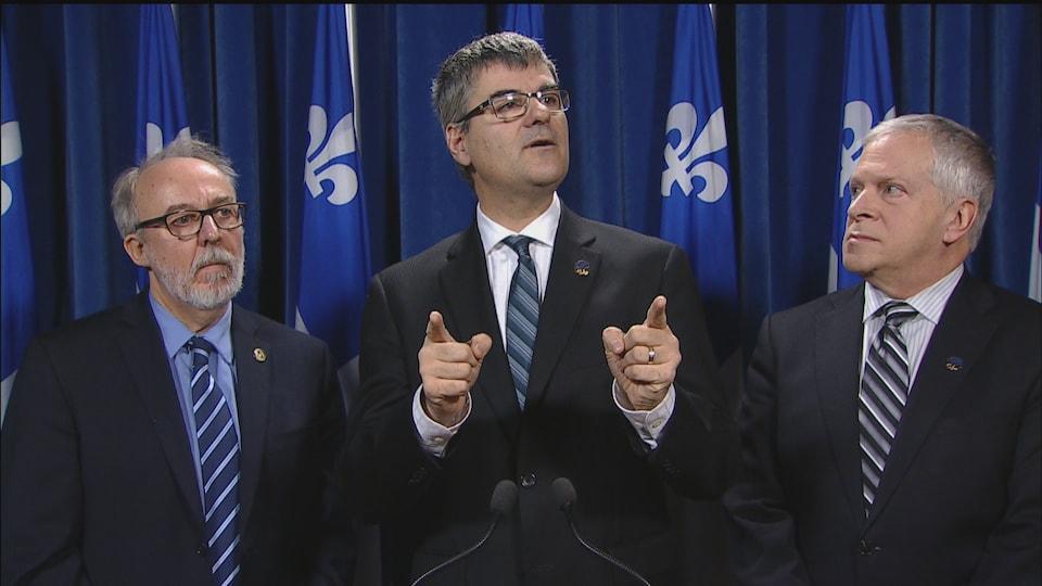 Le député de La Peltrie, Éric Caire, dénonce la lenteur des libéraux dans le dossier du 3e lien.