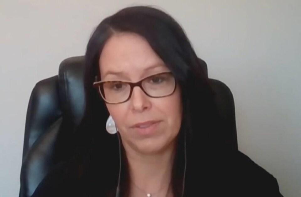 Ève Arseneau en entrevue par webcam.