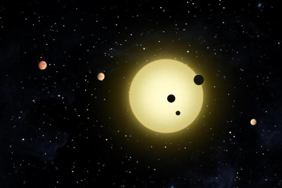 Illustration d'exoplanètes qui passent devant une étoile.