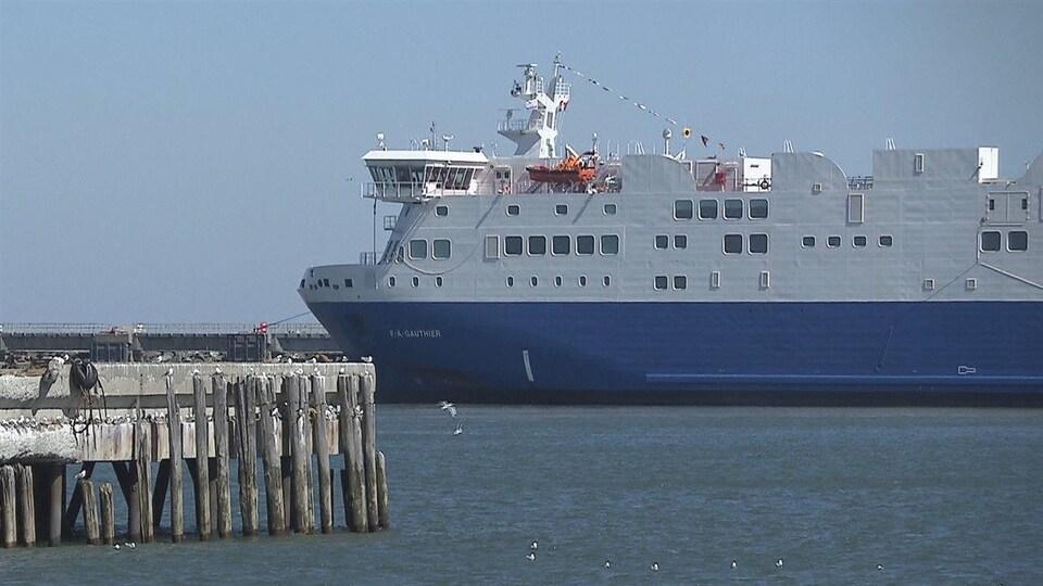 Le navire F.-A.-Gauthier au quai de Matane