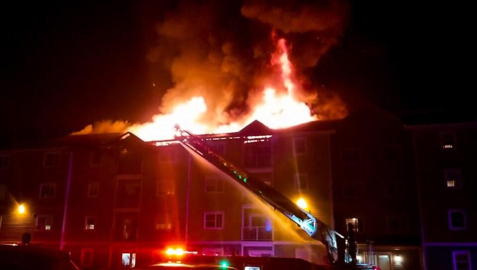 Une cinquantaine de personnes ont dû être évacuées de l'immeuble.