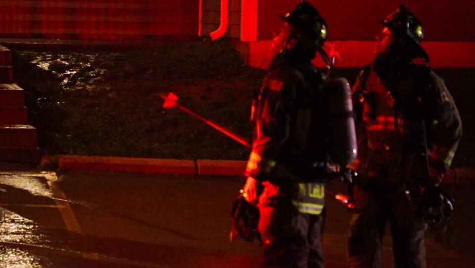 Des pompiers de Dieppe et Moncton ont répondu à l'appel tard samedi soir.