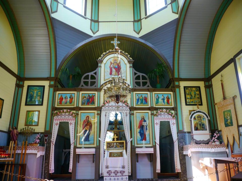 L'intérieur d'une église orthodoxe au musée Fort la Reine au Manitoba.