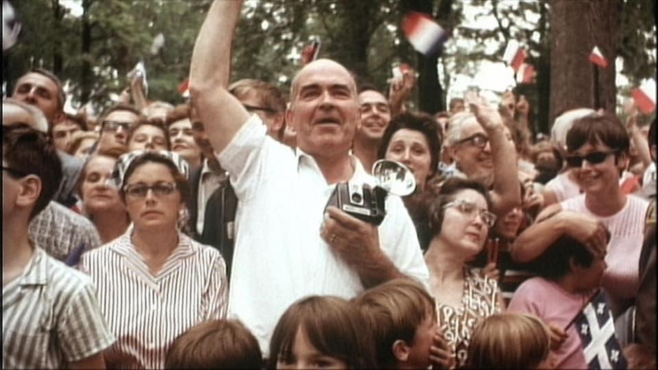 «Vive de Gaulle», crie cet homme dans la foule.