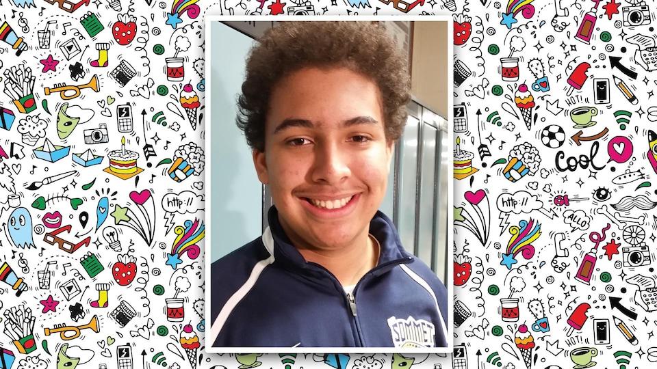 Un jeune garçon sourit devant la caméra. Sa photo est apposée sur un fond coloré constitué de pictogrammes.