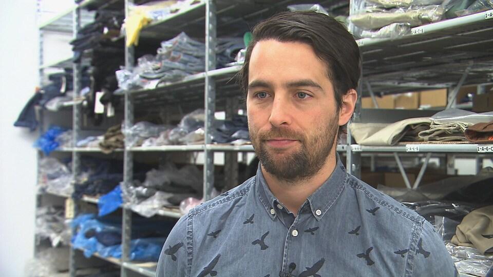 Atelier de vente de vêtements pour hommes en ligne, à Trois-Rivières