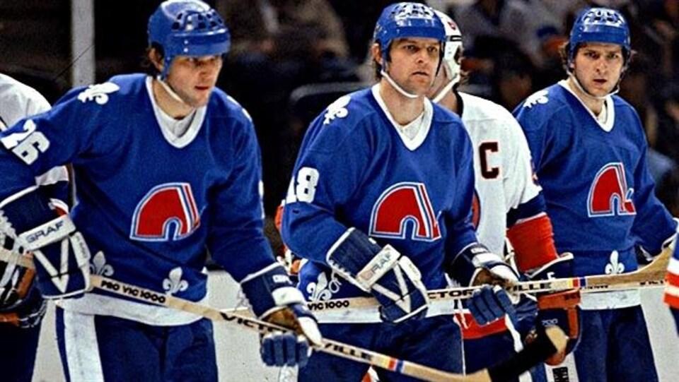 Peter (no 26), Marian (no 18) et Anton Stastny à l'époque où ils évoluaient pour les Nordiques de Québec.