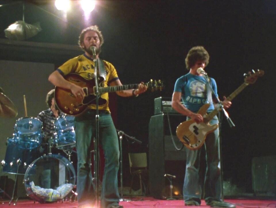 Un groupe dans un frolic des années 1970.