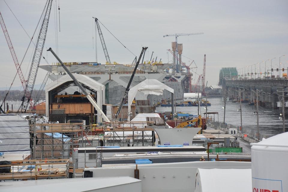 Le nombre de travailleurs sur le chantier est passé de 650 à 850.
