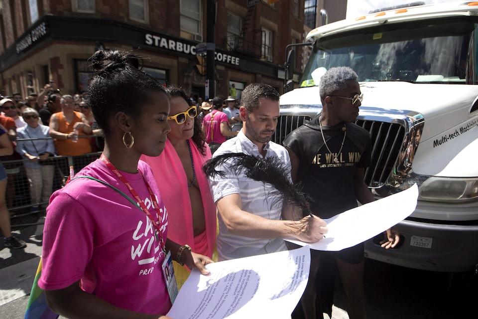 Mathieu Chantelois accepte les demandes des militants de Black Lives Matters, le 3 juillet 2016.