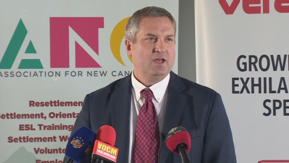 Selon le ministre des Pêches de Terre-Neuve-et-Labrador, Gerry Byrne, la décision d'accorder le permis à la Première Nation d'Elsipogtog, au N.-B., est inéquitable.