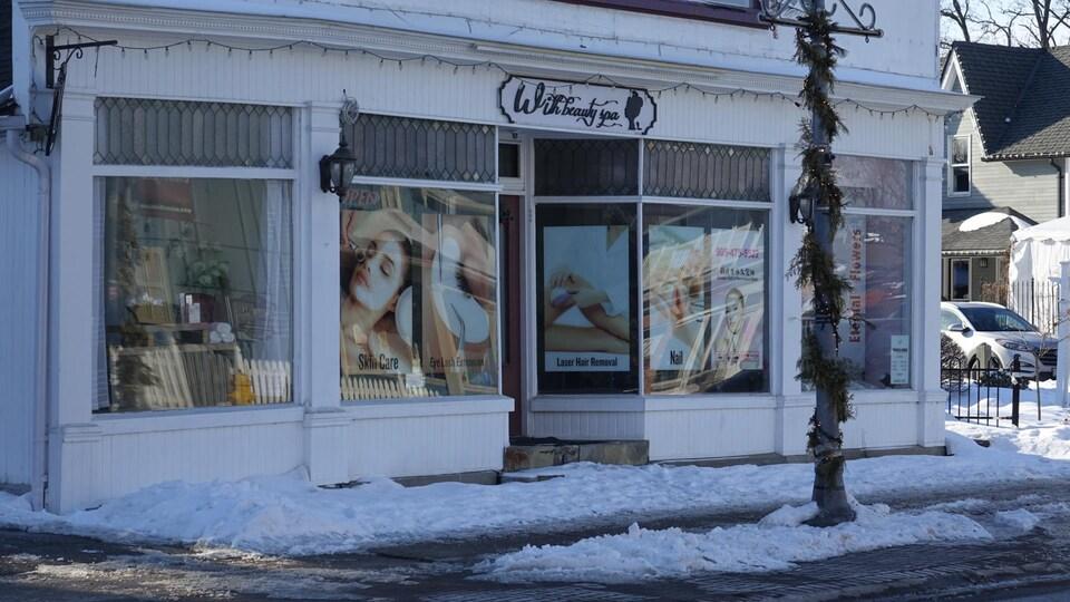 Vue de l'extérieur d'un commerce d'Unionville en hiver