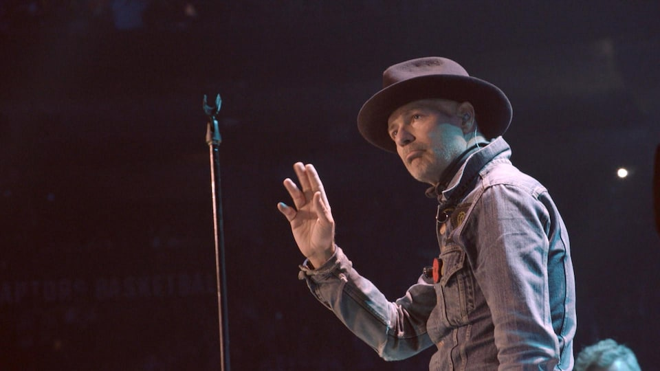 Gord Downie lors de son spectacle « Secret Path »