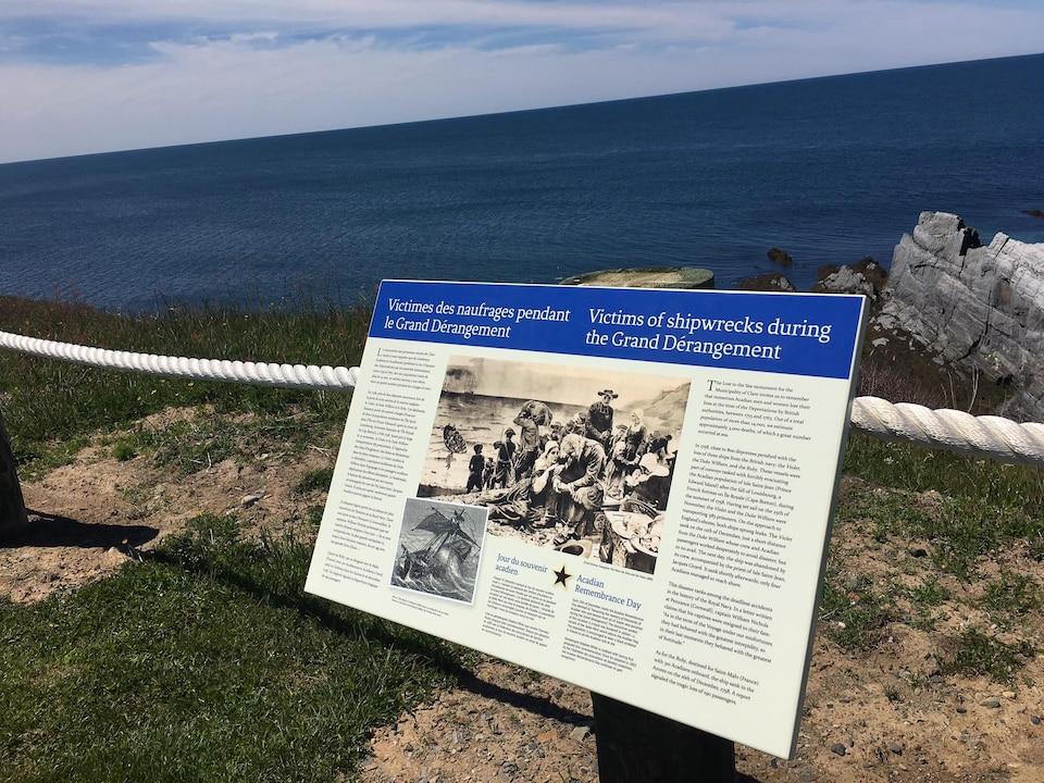 Panneau d'interprétation au Parc du Phare à Cap Sainte-Marie.