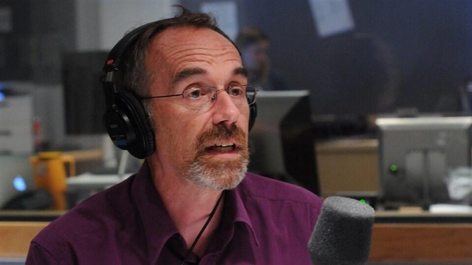 Le premier conseiller linguistique d'ICI Radio-Canada Guy Bertrand