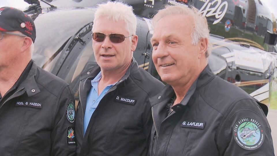 Guy Lafleur (à droite) complétera quelques jours avec l'équipage du C150GO en se rendant jusque dans les provinces de l'Atlantique