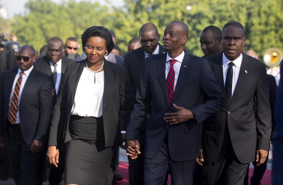 Le président d'Haïti Jovenel Moïse et son épouse Martine, et le premier ministre Jean-Henry Céant lors d'une cérémonie le 18 novembre marquant le 215e anniversaire de la bataille de Vertières.