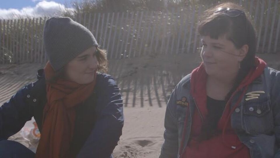 Florence Brunet et Céleste Godin dans le court métrage COURAGE!