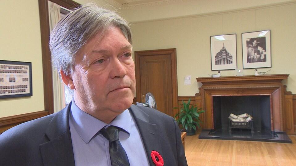 Le ministre de l'Éducation et de la Formation du Manitoba, Ian Wishart, dans son bureau à l'Assemblée législative