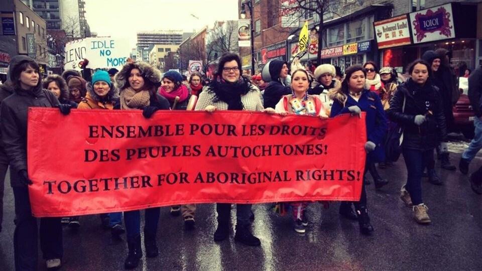 La section québécoise du mouvement Idle No More reçoit le prix Ambassadeur de la conscience décerné par Amnistie internationale.
