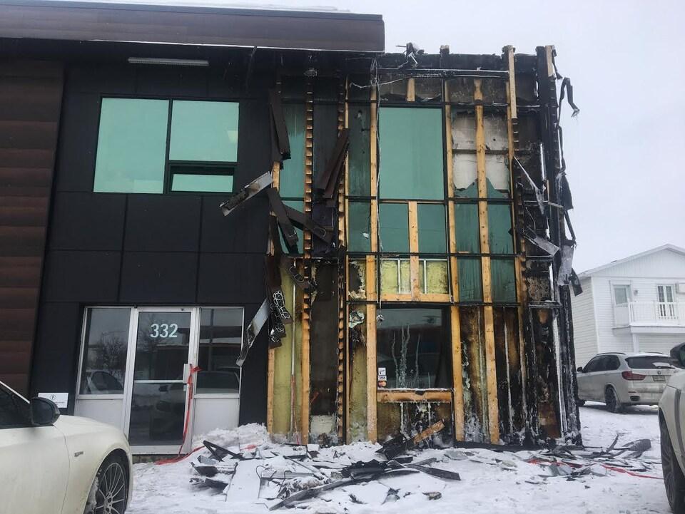Le revêtement extérieur a subi de lourds dommages.