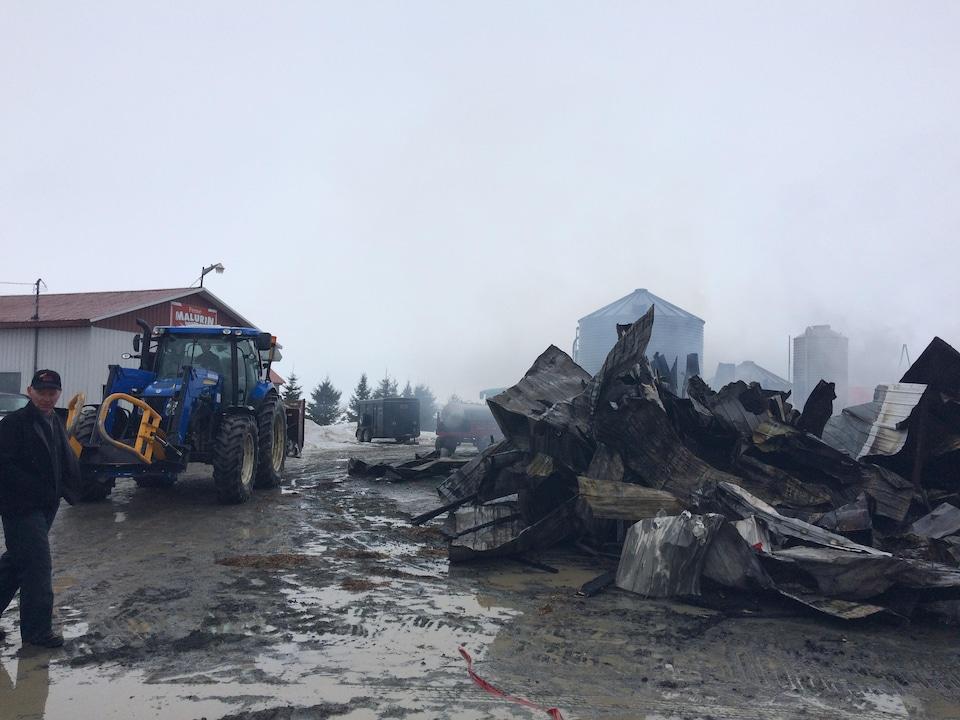 Un incendie a dévasté la ferme Malurin à Saint-Célestin.
