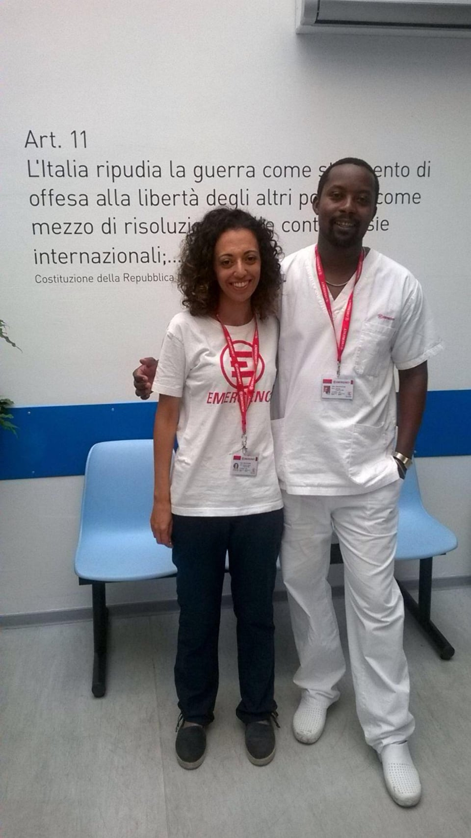 Alessia Mancuso Prizzitano, directrice de la clinique Emergency, et Jean De Dieu Bihizi, infirmier