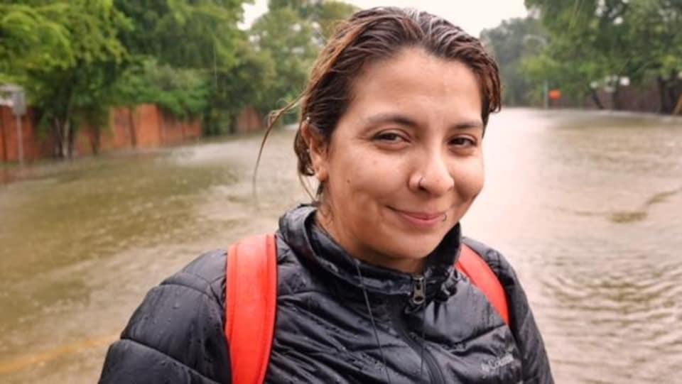 Une sinistrée du bayou Buffalo à Houston, rescapée par une équipe de sauvetage citoyenne.