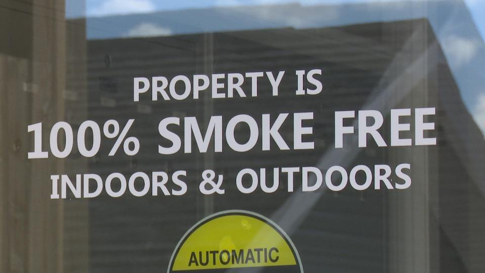 La cigarette est interdite dans cet immeuble résidentiel.