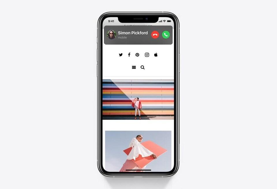 Photo d'un iPhone. On voit un appel entrant, qui n'occupe qu'une petite partie en haut de l'écran.