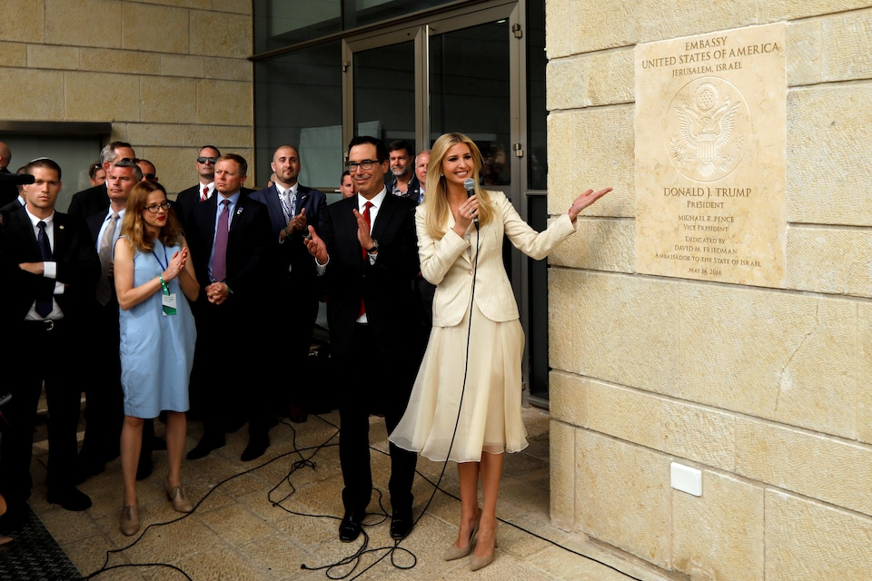 lvanka Trump, tout sourire, inaugurant l'ambassade américaine à Jérusalem.