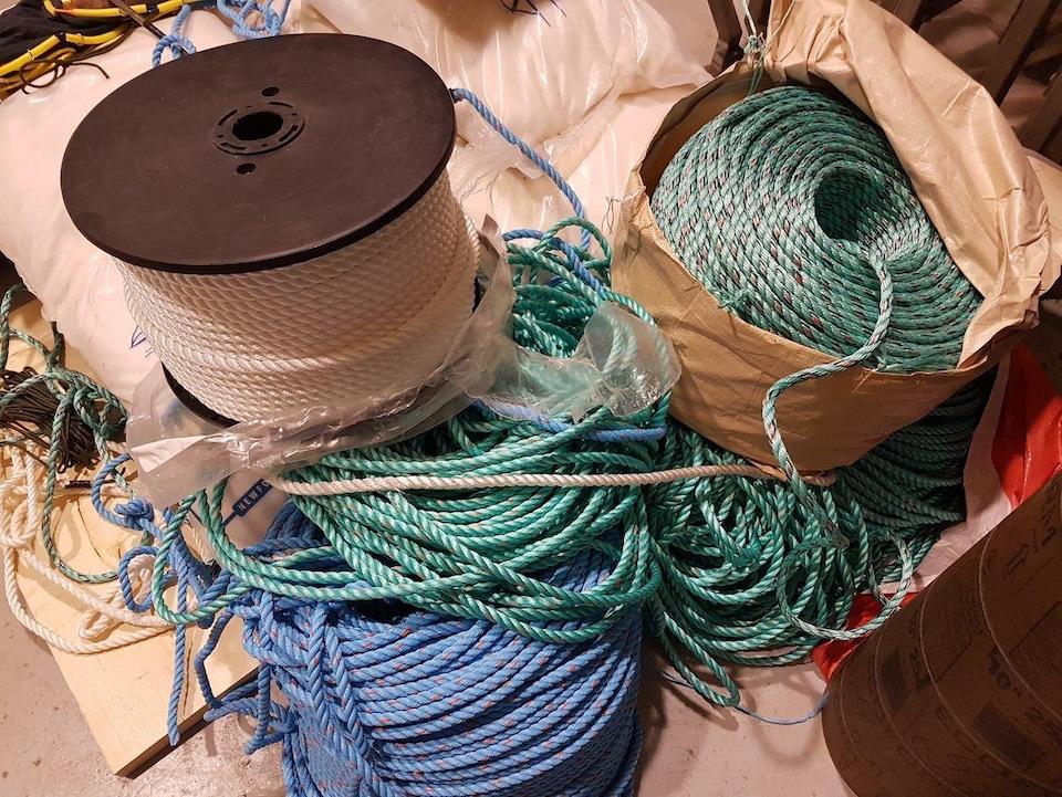 Différents types de cordages utilisés pour la pêche.