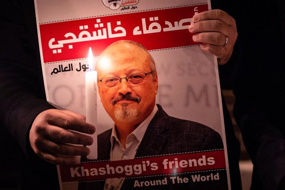 Une veillée aux chandelles en mémoire du journaliste saoudien Jamal Khashoggi, assassiné début octobre dans le consulat saoudien à Istanbul.