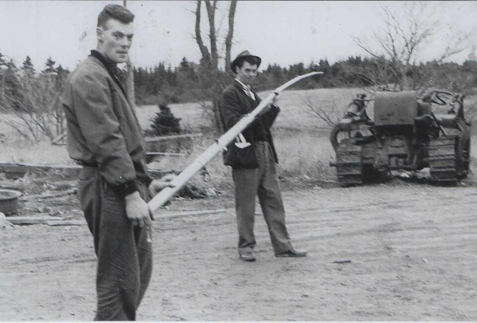 James Rogers, David McPherson et un bulldozer, en 1962
