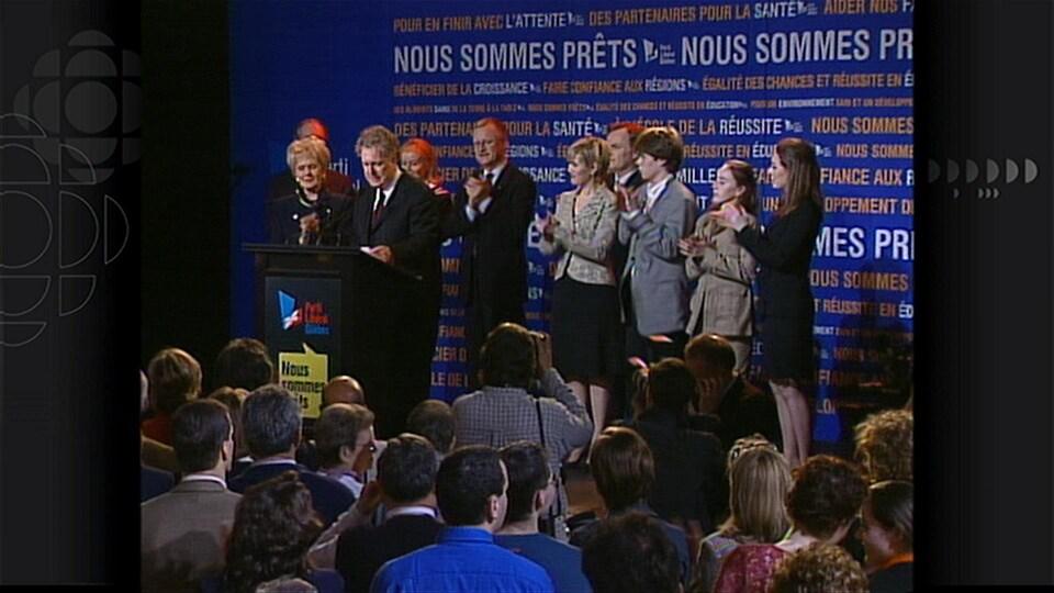 Jean Charest et le PLQ sont élus en 2003.