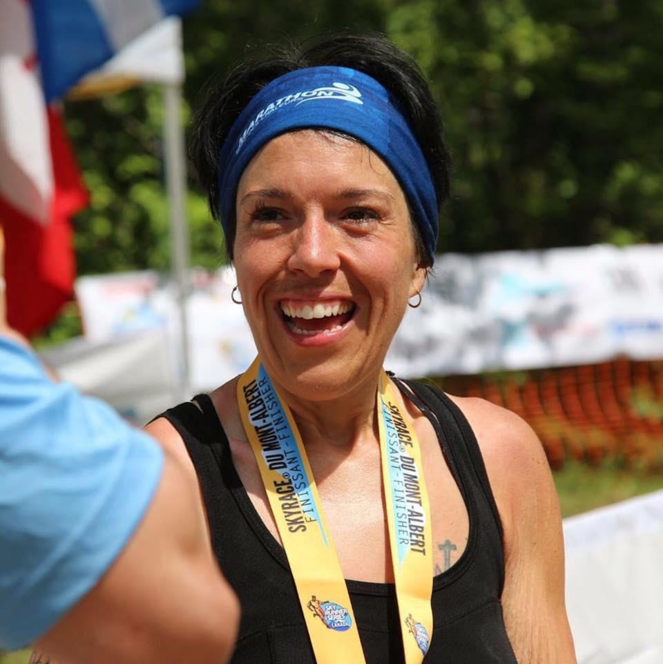 Jenny Laflamme sourit lors d'un événement sportif.