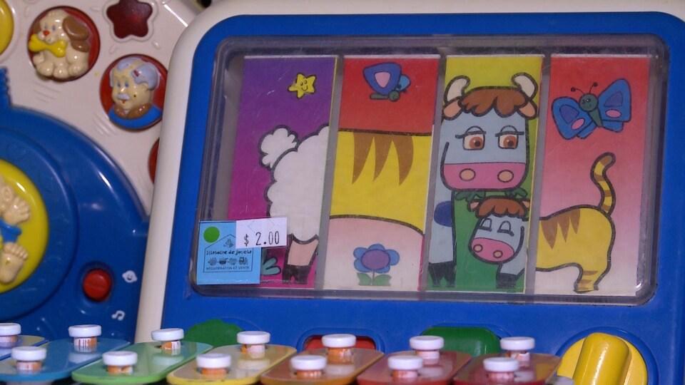 Un exemple de jouet recyclé par Histoire de jouets, vendu 2 $ au Comptoir Dépanne-Tout, de Sainte-Thérèse.