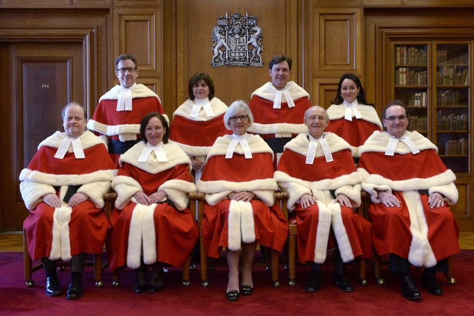 La juge en chef de la Cour suprême du Canada, Beverley McLachlin (au centre) en compagnie des autres juges de la Cour suprême du Canada, le 10 février 2015.