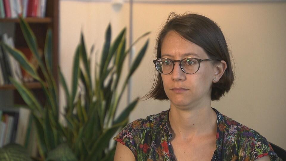 Julia Posca durant une entrevue.