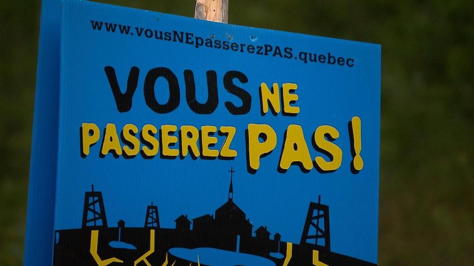Pancarte installée sur la propriété Galt de Junex à Gaspé